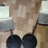 2 LG speakers op stands