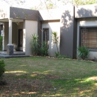Modern spacious Home and flatlet close to Bakenkop Primary School