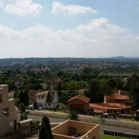 3 bedroom/2bathroom Stunning Views to Sandton , Safe, Secure, Lock up and go Constantia Kloof PVT sa
