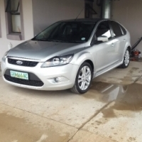 Ford Focus 2.0 SI 2010 5 speed manual
