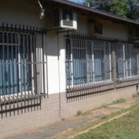 PRETORIA NORTH. 4 BED ROOM HOUSE AND 2 BEDROOM FLAT. Near town and schools PRICE DOWN