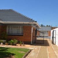 big  stand 1200m2 income on flats R7000
