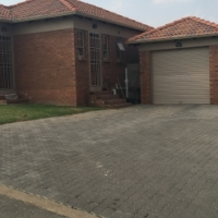 3 bedroom to rent in ThatchHill Estate, Centurion