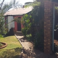 5 Bedroom house with garden flat for sale