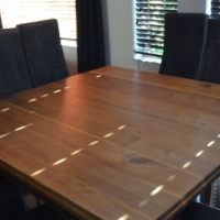 8 Seater dinning room set with leather chairs