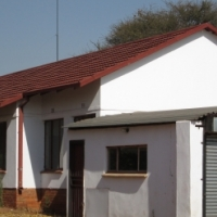 plot in schietfontein with House, bar and flats. 15km west of Northern Pretoria