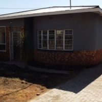 House & Flat in Pretoria Gardens For Sale