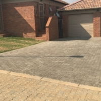 FREE RENT  FIRST  MONTH  : 70sq Estate house  to rent  near Monavoni ( Thatch Hill Estate)