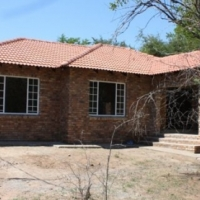 Leeupoort Lieflike 3 slpk huis te huur op Langtermyn in die bosveld naby Bela Bela