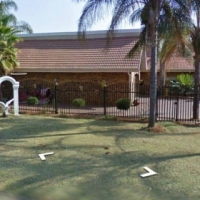 Ninapark large 4 Bedroom double story house to let