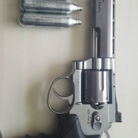 CO2 pistool, revolver and air pellet gun