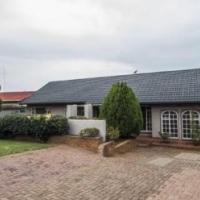 Lovely 3 Bedroom starter house in Ridgeway Johannesburg South