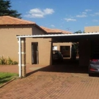 """A BEAUTIFUL 4 BEDROOM HOUSE IN KEMPTON PARK FOR SALE"""