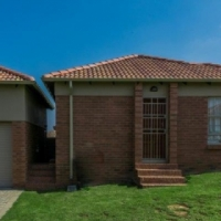 Free standing house  to rent  near  Heuweloord