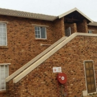 """A VERY NEAT 2 BEDROOM FLAT IN KEMPTON PARK FOR SALE"""