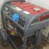 PORTABL1x 8.5kv Brigg and Statton portable generator. 4 months old, used once 1.1 hours on the clock