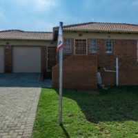 Houses  to  rent in Thatch Hill Estate near Heuweloord