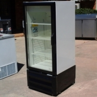 Medium Single Swing Door Beverage Cooler