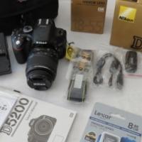 NIKON D5200 with 18-55 Lens
