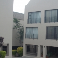 Modern spacious apartment in Little falls, Roodepoort