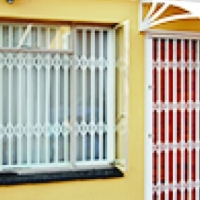 Fixed & Retractable security barriers
