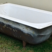 Antique Cast Iron Bath Tub with 4 legs