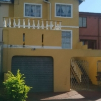 4 BEDROOM EXTENDED DUPLEX IN SOUGHT AFTER AREA