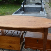 nice clean 6 seater oak dinning room table