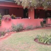 Bypass the rat race on this maintained smallholding 15km West of Pretoria