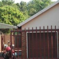Garden flat to rent in Florauna - N937