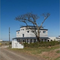 4 STAR GUEST HOUSE + Main House + 2 self catering flatlets on 5.52 ha overlooking Grahamstown