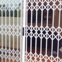 Doors & windows: Fixed & Retractable security barriers