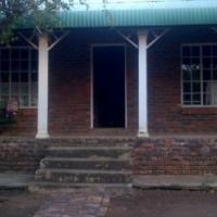 Leeupoort Pragtige 2 slpk huis te huur op langtermyn in die bosveld ,naby Thabazimbi Limpopo