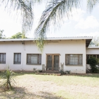 8,5Ha Farm North near Pta with 3 Bedr House and 2Bedr flat NOW at ONLY R955 000! (Was R998 000)