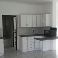 Garden flat to rent in Rieftonein