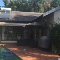 Furnished poolside garden cottage to rent in Northcliff