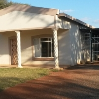 2bedr House to let - Warmbaths on plot