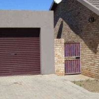 Corner unit 3 bedr townhouse in Langenhovenpark, Bfn