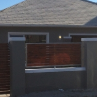 Grassy Park Newly refurbished 3 bed garage Business rights Vacant