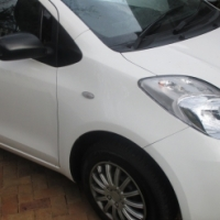 09 TOYOTA YARIS T1  P/S ,C/D ,AIRBAGS , PRISTINE CONDITION .