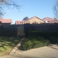 Stunning Townhouse in sectional title complex in Theresapark