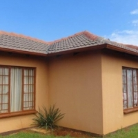 Warm 2 Bedroom House in Orchards - R565 000