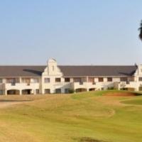 Elegant apartment in a golf estate