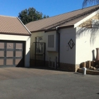 3 Bedr house in Bishop's Court, Kemptonpark