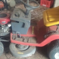 Ride-on lawnmower with 12.5hp Brixton Straton engine