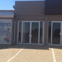 PRIME RETAIL SPACE  / SHOWROOM TO LET IN THE HEART OF CENTURION WITH MAIN ROAD VISSIBILTY!!