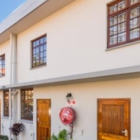 Stunning Pet Friendly Garden Duplex in Morningside, Durban