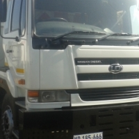 2008 Nissan UD440 10 cube tipper for sale