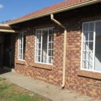 MONTANA - LOVELY, MODERN, LOOSE STANDING 3 BEDROOM, 2 BATHROOM SIMPLEX TOWNHOUSE FOR SALE