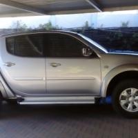 2011 MITSUBISHI 2.4 petrol TRITON DOUBLE CAB